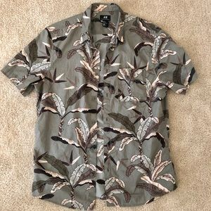 H&M Men's Floral Short Sleeve Shirt